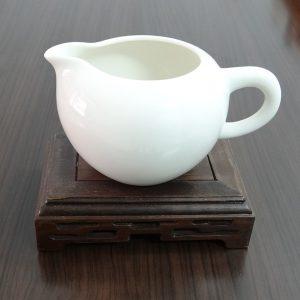 有柄蛋型牙白茶海